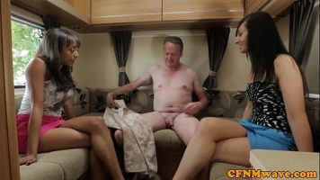 مجموعة الجنس مع رجل ناضج يمارس الجنس مع العديد من النساء قرنية