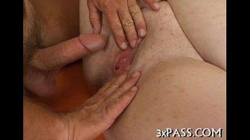 امرأة سمينة مارس الجنس بشدة من قبل رجل مع ديك صغير لم يكن لديه