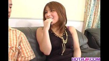 امرأة آسيوية ترغب في ممارسة الجنس المكثف لإرضائها جيدًا