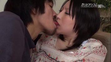 القبلات الموسمية بين العاهرة الصينية والشابة