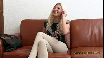 إنها سعيدة للغاية عندما تحصل على مقابلة عمل لكنها تبدأ في خلع ملابسها كثيرًا