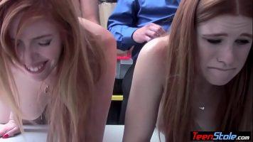 اثنان من اللصوص أحمر الشعر اللذان تم ضبطهما يسرقان يمارسان الجنس الفموي مع المحقق